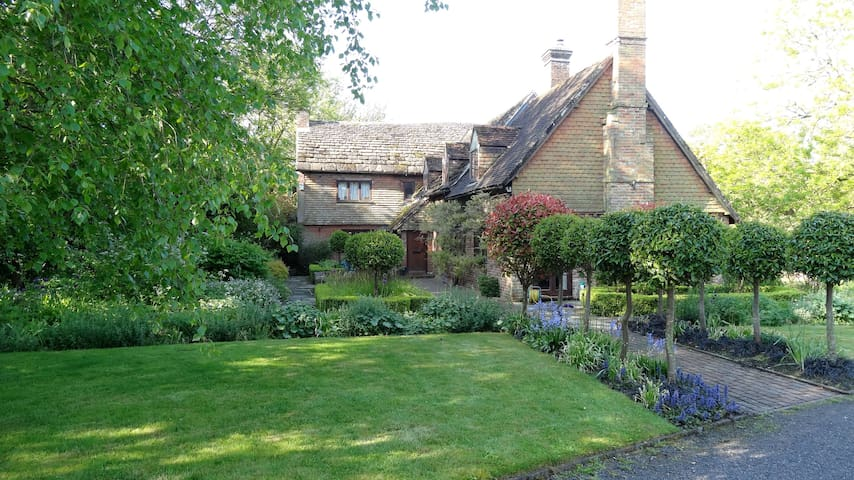 Gorgeous Wealden hall house - Hickstead - Bed & Breakfast