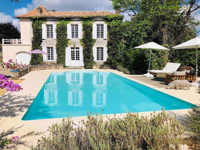 """Lazy Lizard"": Private pool in Bordeaux vineyards!"