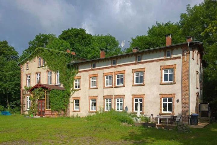 Spacious Apartment in Lalendorf with Barbecue