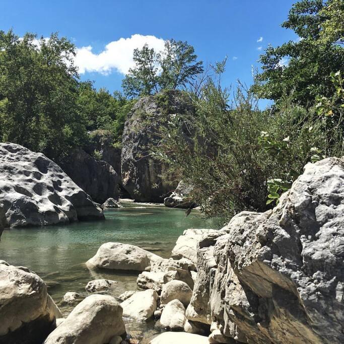 Fiume Sangro - come essere al mare... possibilità di fare il bagno nel laghetto degli innamorati e prendere il sole sulle rocce magari leggendo un libro... immersi nella natura