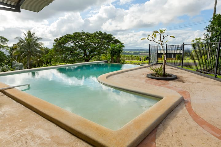 Infinity pool with views over Queensland's two highest mountains