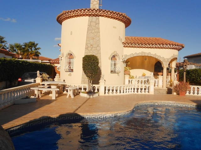 NICE HOUSE WITH PRIVATE GARDEN AND POOL IN THE CENTER OF THE VILLAGE