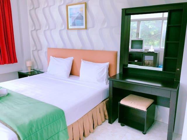 Fnb hotel pattaya, next to beach Mall, Bar