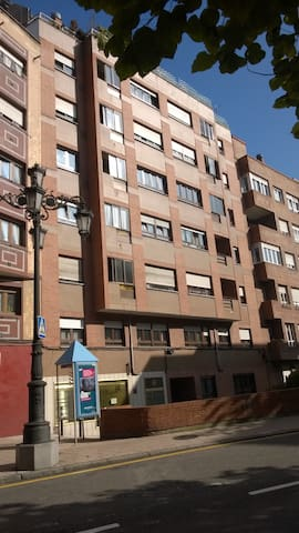 Flat at the city Centre , confortable ,nice - Oviedo - House