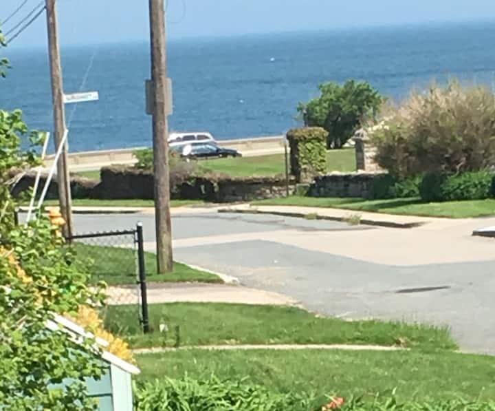 Narragansett Pier/Beach steps from Ocean.