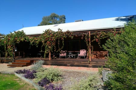 BIDGEE VIEW - river frontage house