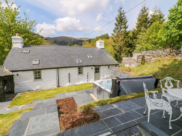 Charming Welsh Cottage in Snowdonia National Park