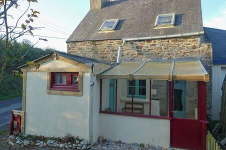 Charmante  petite maison 6km mer - Plouguiel - House