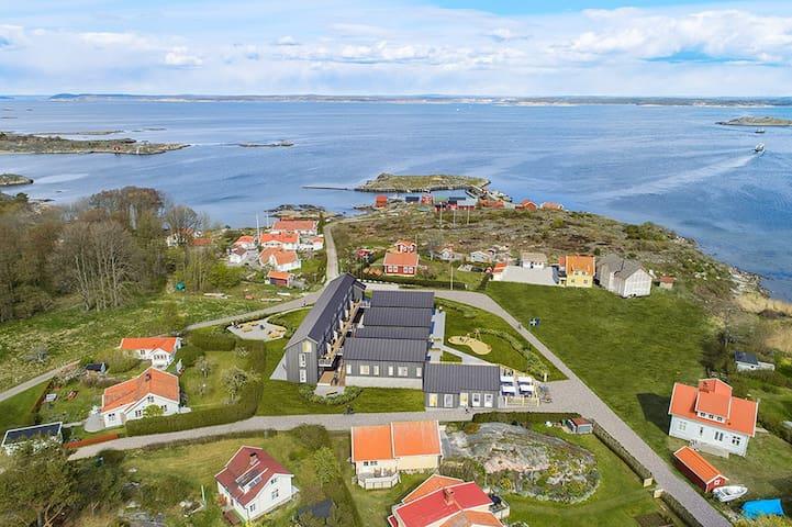6-9 Härlig modern lägenhet i unik miljö, nära hav.