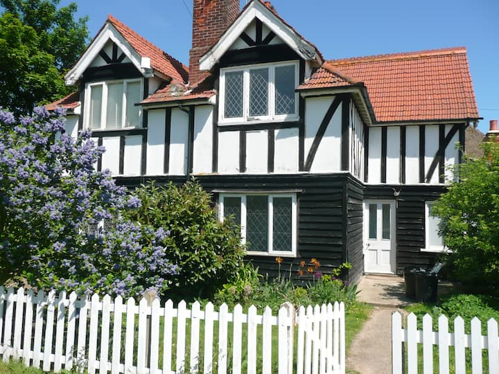 Beehive Cottage / 2-bed home on Osea Island, Essex