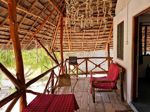 Minazini- Bantu House -lovely room,cozy veranda