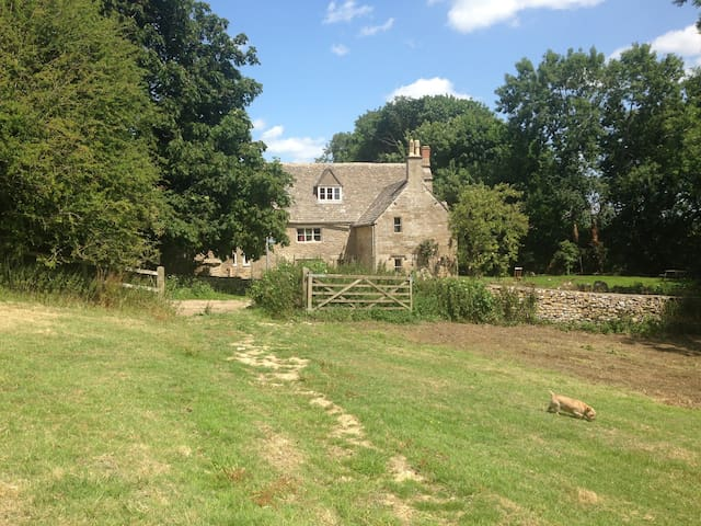 Grade II listed cottage in the Cotswolds - Stroud District - Maison