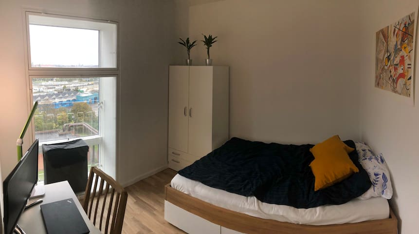 Brand new, modern room close to the city center