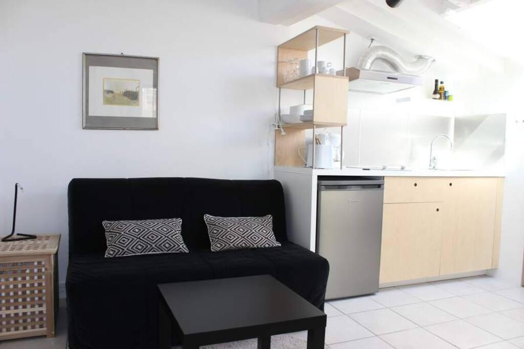 h bsche kleine wohnung nah am meer wohnungen zur miete in la ciotat provence alpes c te d. Black Bedroom Furniture Sets. Home Design Ideas