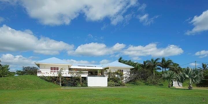 Large luxury Villa in Roche Terre