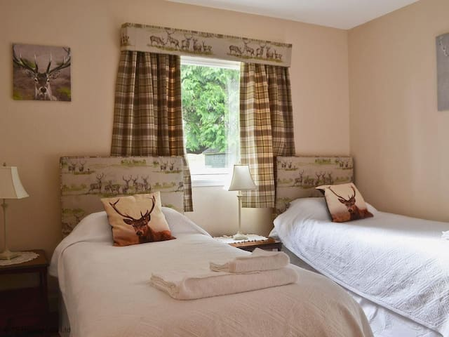 Pitcairlie Lodge on large estate in Fife, with leisure facilities and play park. Sleeps 4