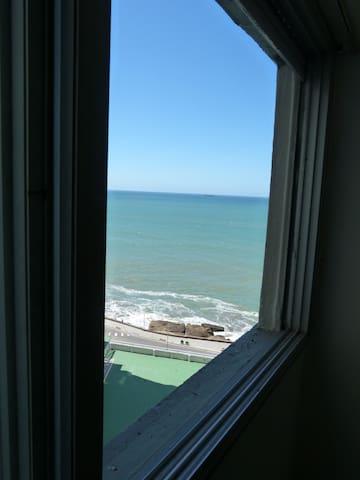 """Depto. 3amb c/coch vista al mar """"Edificio Mirador"""""""