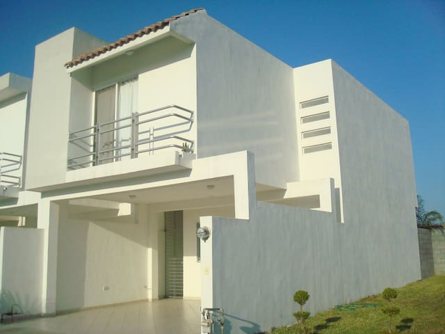 Great House Private Community Close to Everything - General Escobedo, Nuevo León, MX - Hus