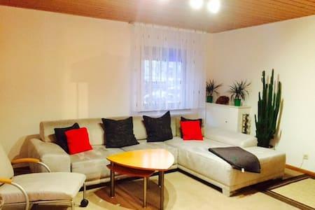 Schönes ruhiges Wohnung in REUTE mit KÜCHE - Reute - Apartmen