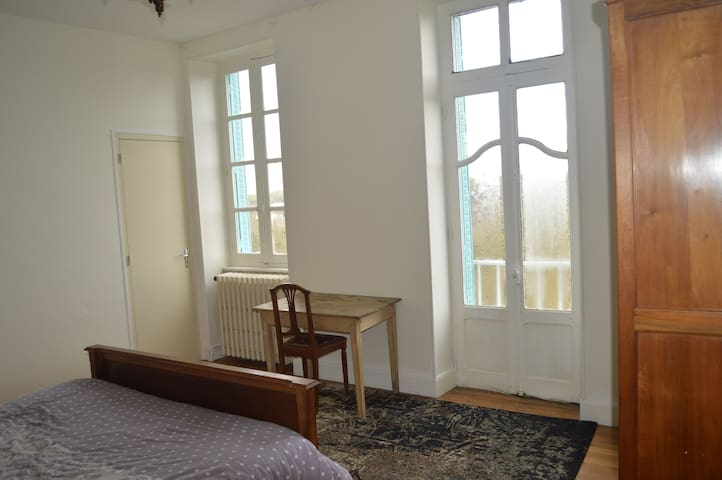 Room de Bourgneuf - Chantelle - Hus