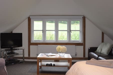 Oak barn 1st floor studio bedroom with ensuite - Flat