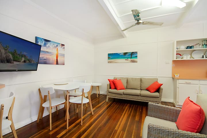 Tondio Terrace Flat 3 - Pet Friendly, neat and tidy flat, easy walk to the beach