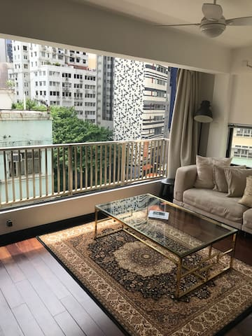 Luxury apartment just off Hollywood Road