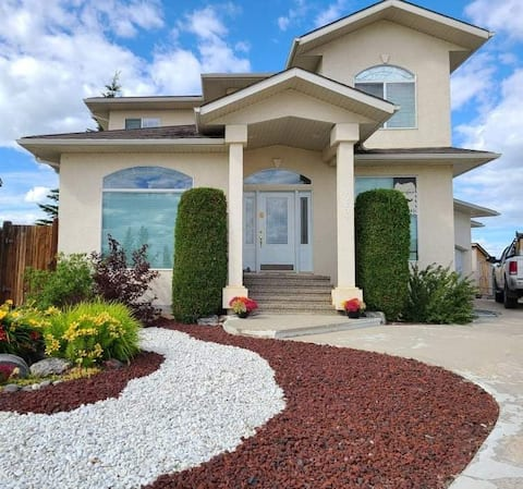 Beautiful, new basement suite in a great location!