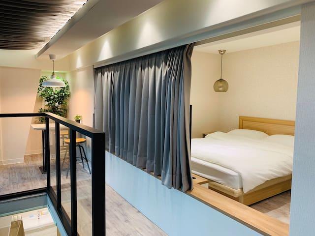 充滿陽光與浪漫的溫馨標準雙人床臥室
