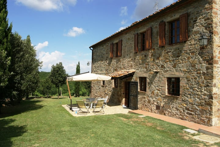 Panoramic farmhouse plus barn, with private pool