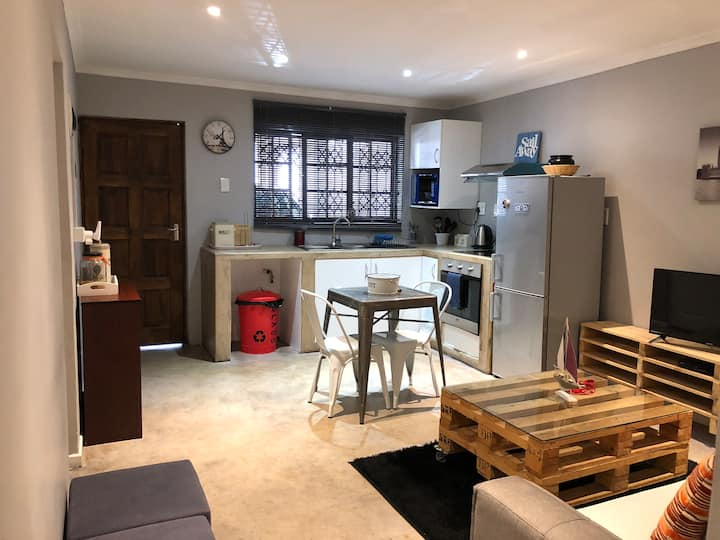 Modern apartment/cottage near Umhlanga