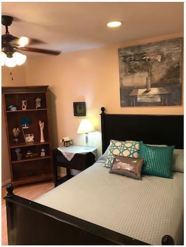Quiet Bedroom in Peaceful Cul de Sac
