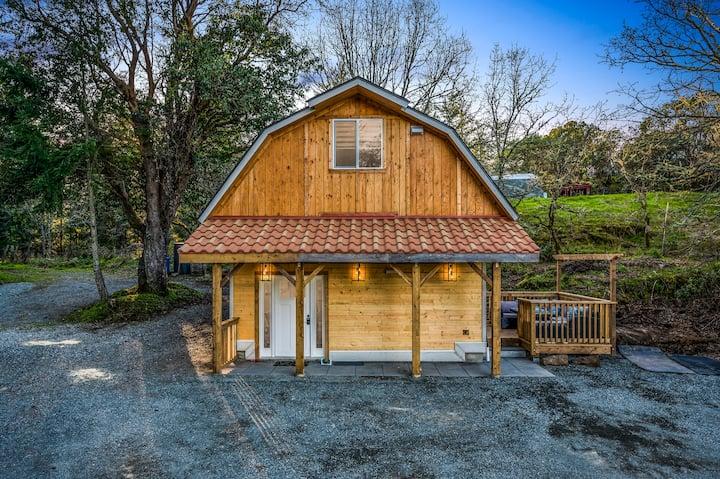 Modern Barn House close to VGH