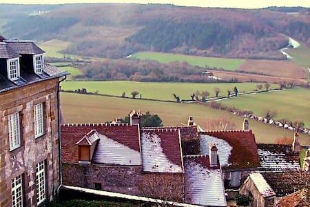 Gite de charme en plein cœur de Vézelay - Vézelay - Дом