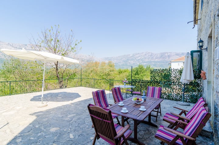 Stone House ''DiMaTo'' - Four Bedroom Holiday Home with Terrace