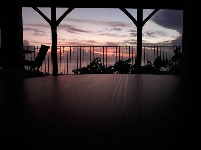 Bas de villa avec magnifique vue sur mer!