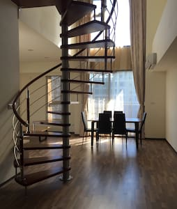 15 mins to Taipei centre fully new furnished loft - Xinzhuang District