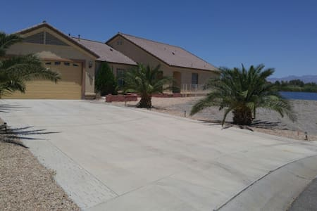 House on private lake - Mohave Valley
