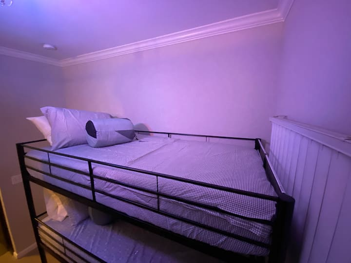 ✈️Airport hostel bunk #1 DISCOUNTED PRICE!