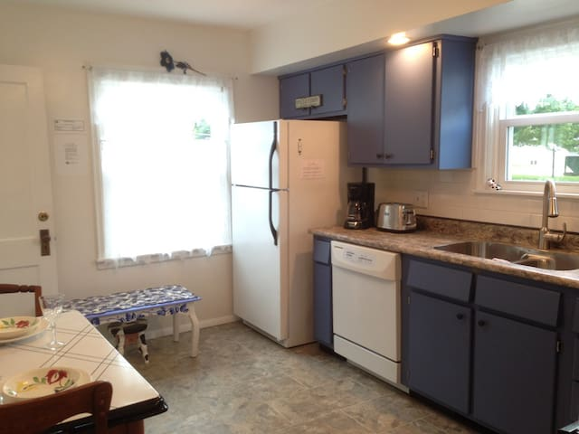 Light and bright fully equipped kitchen with breakfast table