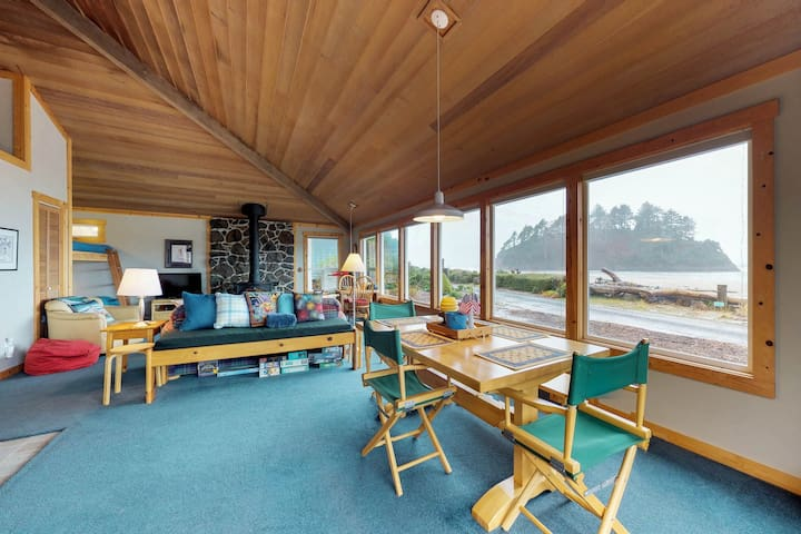 Oceanfront house with Proposal Rock views & rustic decor - walk to the beach!