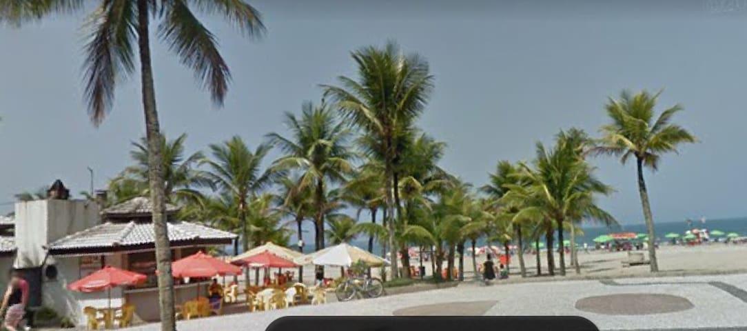 Apartamento 1 min da Praia do Forte, perto de tudo