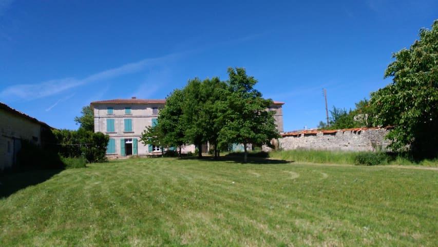Immense Logis du 19ème, Charente-Maritime, piscine