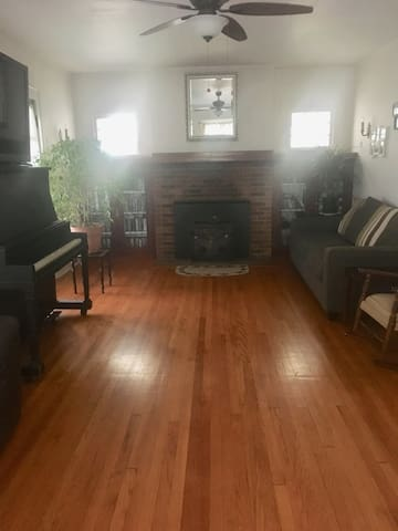 Beautiful Classic House in the Heart of SYR