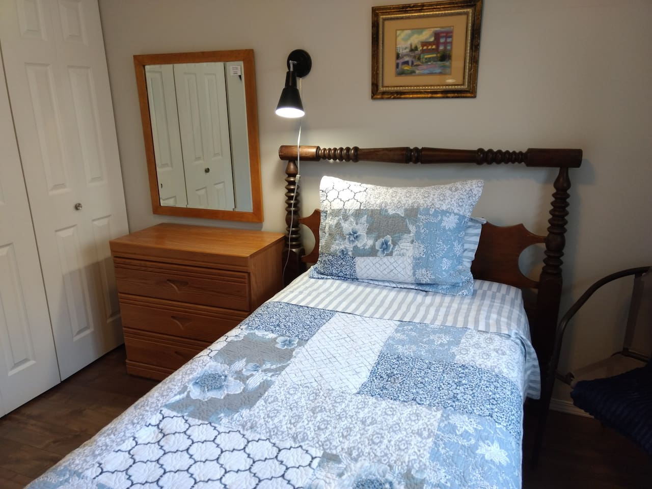 Twin bed with new Sealy Optimum mattress.  Parking in the driveway. Coffee and pastry on the house.
