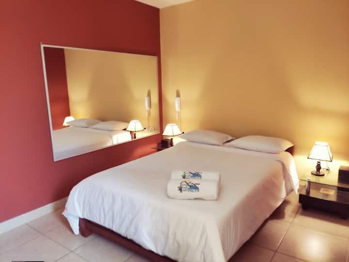HOTEL EN LUNAHUANÁ: BELLA HABITACIÓN MATRIMONIAL