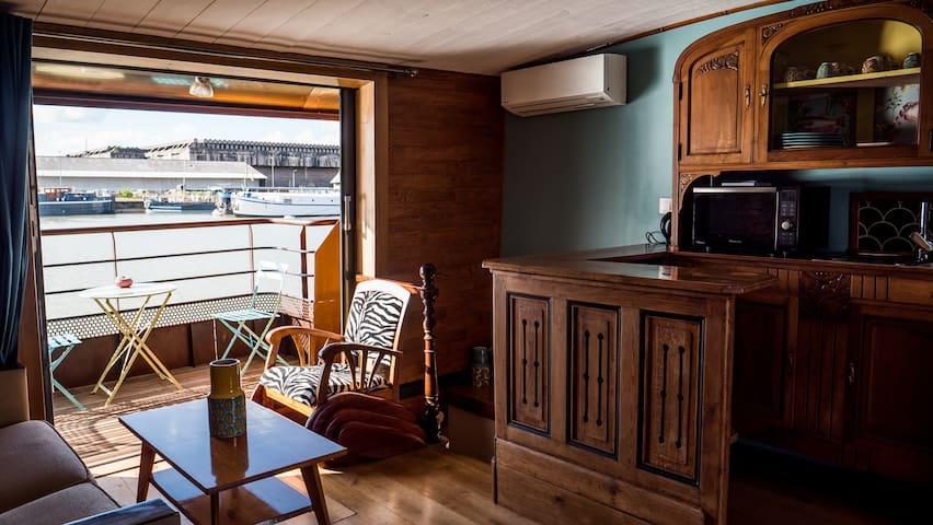 Appartement sur péniche à Bordeaux, avec parking