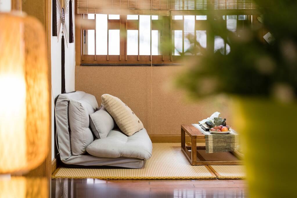 客厅是榻榻米设计,希望你坐得更舒适自在