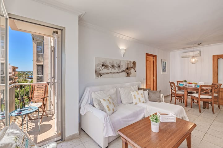 Holiday Apartment on the Beach with Sea View, Balcony, Wi-Fi & Air Conditioning