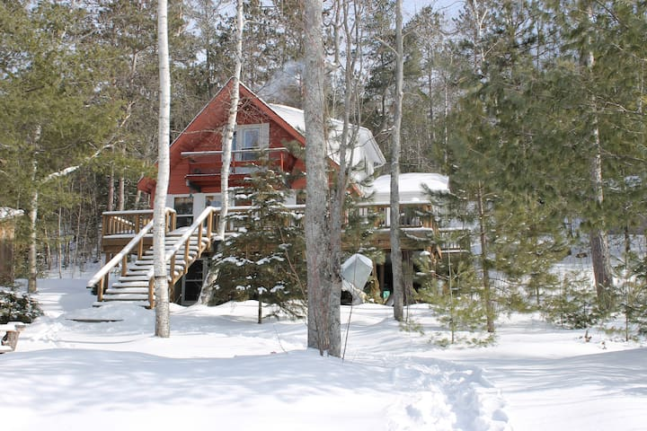 Cottage with lots of privacy - Madawaska Valley - Houten huisje